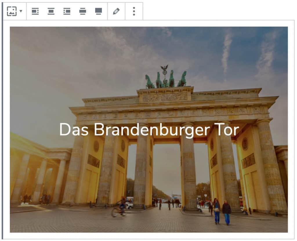 Screenshot des Cover-Blocks, nachdem ein Bild des Brandenburger Tors sowie der Name als Text hinzugefügt worden sind.